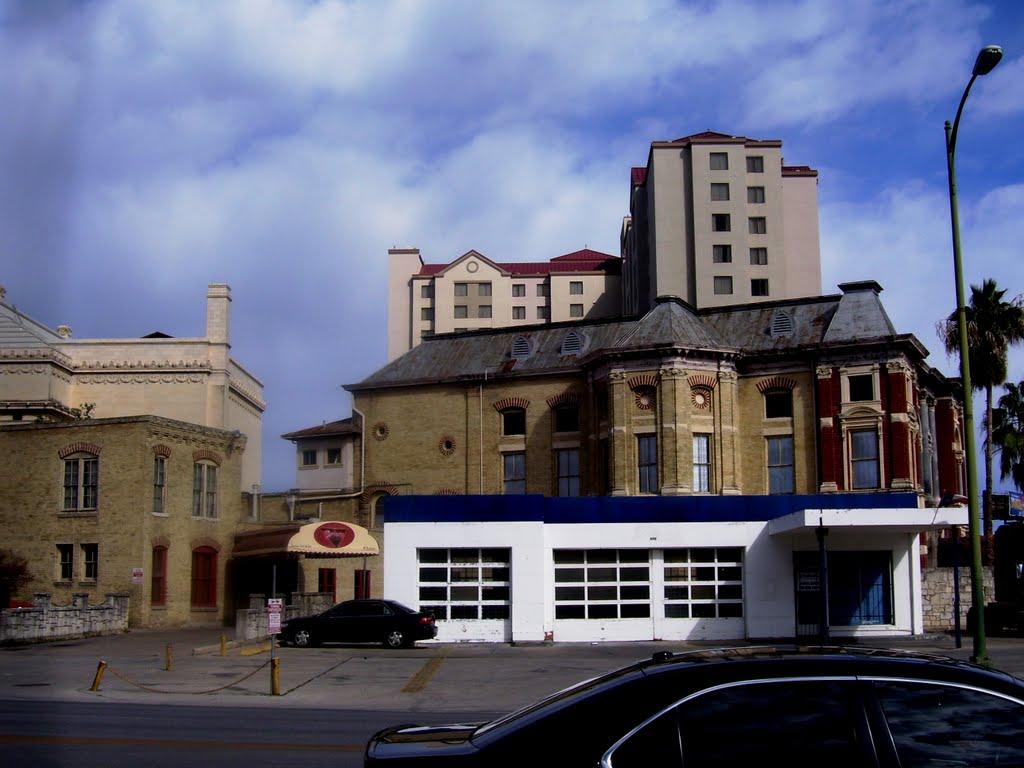 Contrastes Arquitectónicos, Пирсалл