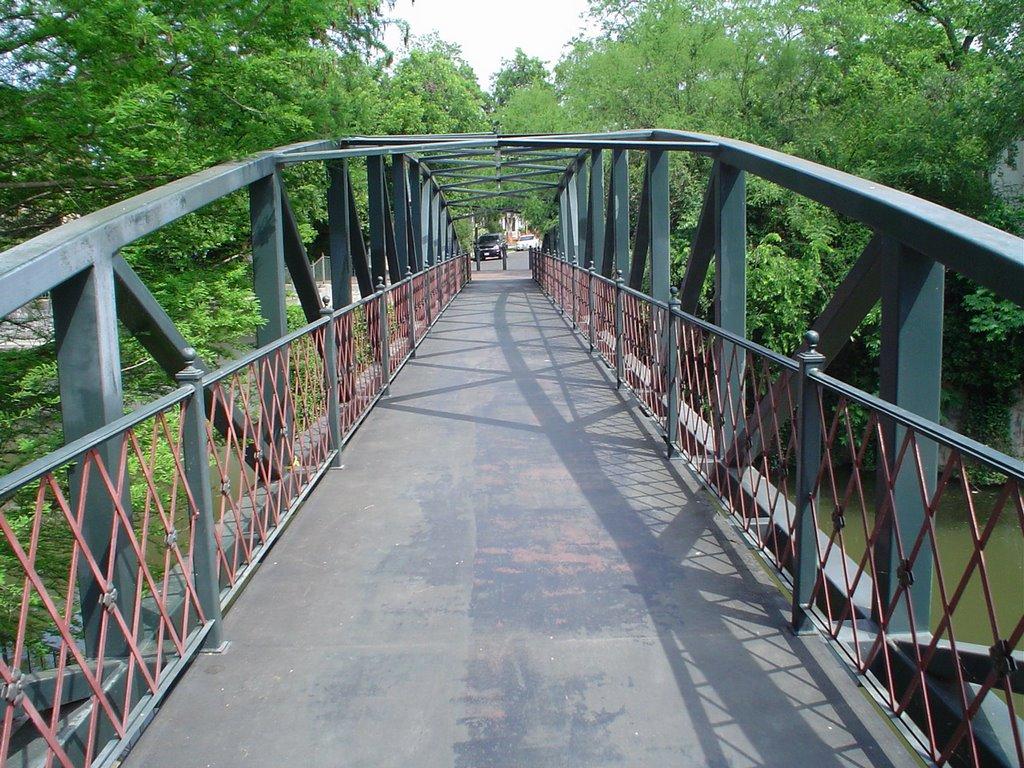 footbridge in San Antonio, Пирсалл
