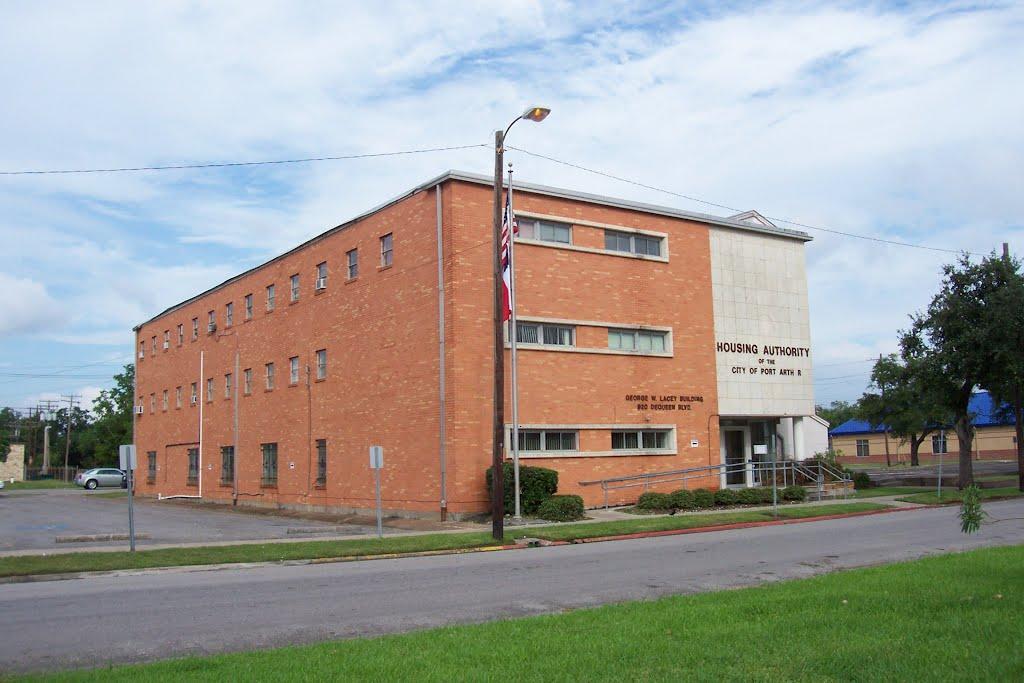 920 Dequeen, Порт-Артур