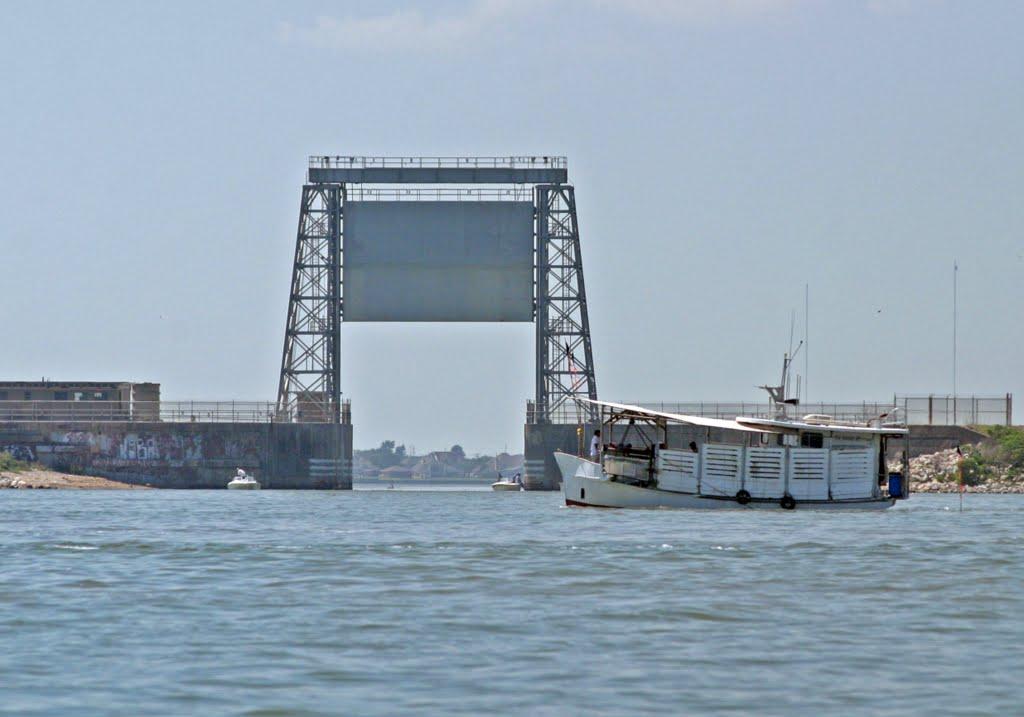 Moses Lake Flood Gate From Bay Side, Портланд
