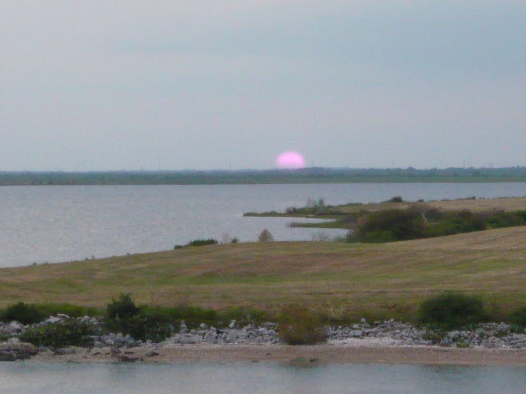 Sunset over Moses Lake, Ривер-Оакс