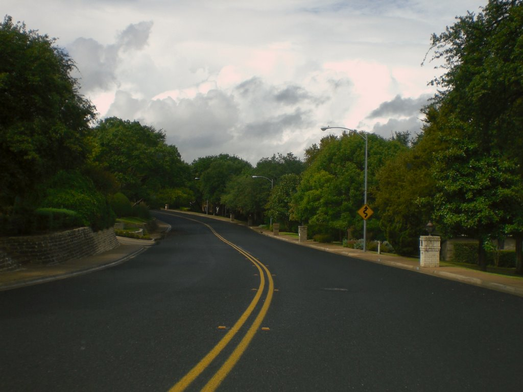 Westbound on Thousand Oaks Dr., Роллингвуд