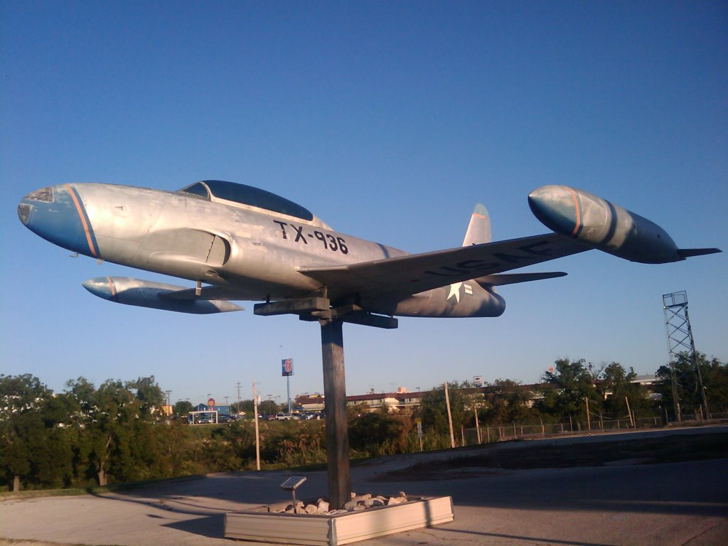 "T-33A ""Shooting Star"", tail 58-0542 aka N10265, mounted outside the JROTC Gen C Powell Hall, Сан-Анжело"