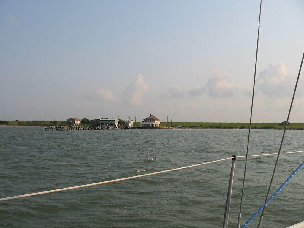 Shore of Galveston Bay, near Texas City, Тексас-Сити
