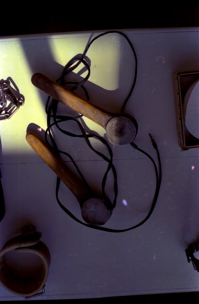 Old electrodes used in Electroconvulsive therapy. Museum at Terrell State Hospital, Texas., Террелл