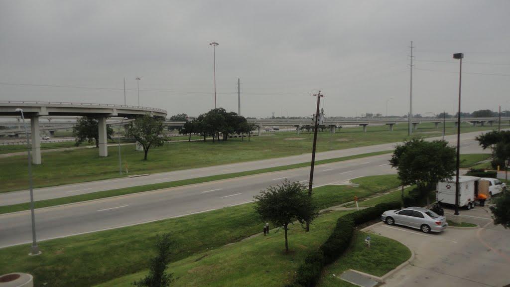 Westward view across I-35, Фармерс-Бранч