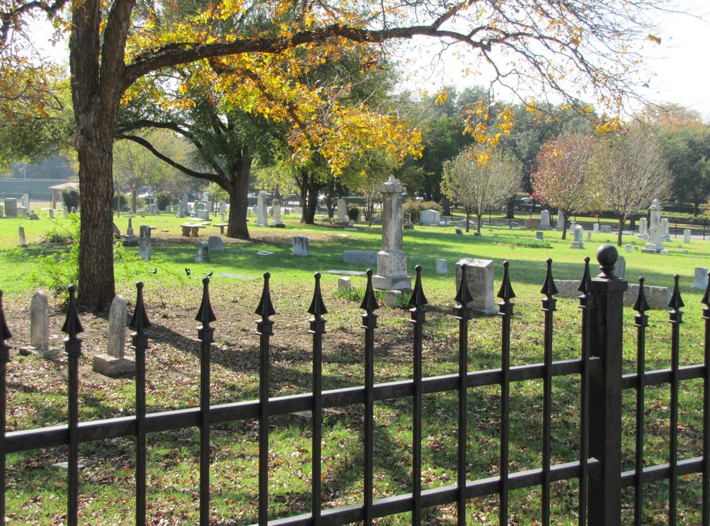 Graveyard seen from across the fence, Фармерс-Бранч