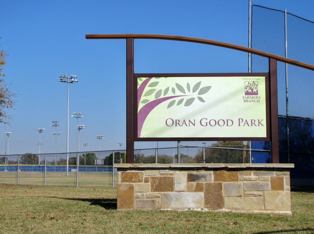 Oran Good Park (sign at sports field), Фармерс-Бранч