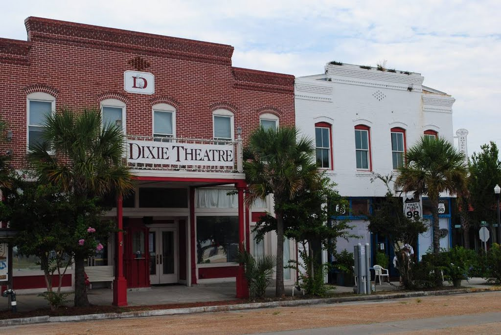That Place on 98 - Dixie Theatre - Apalachicola, Florida, Апалачикола