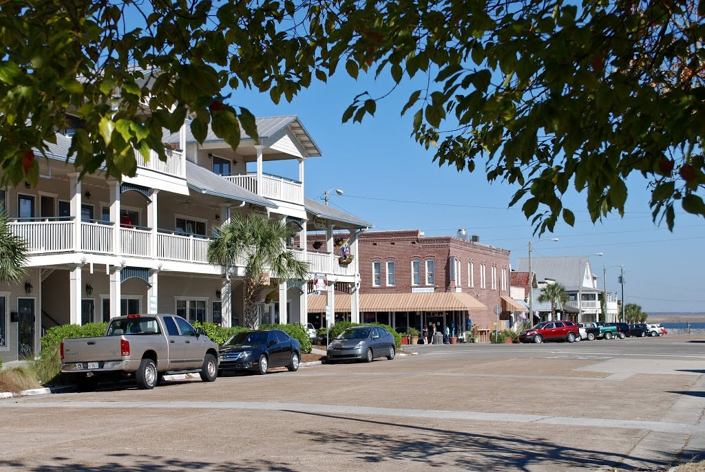 Looking down Avenue D to the Apalachicola River, Апалачикола
