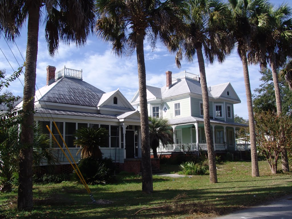 a pair of Four-Squares, historic Apalachicola Florida (11-27-2011), Апалачикола