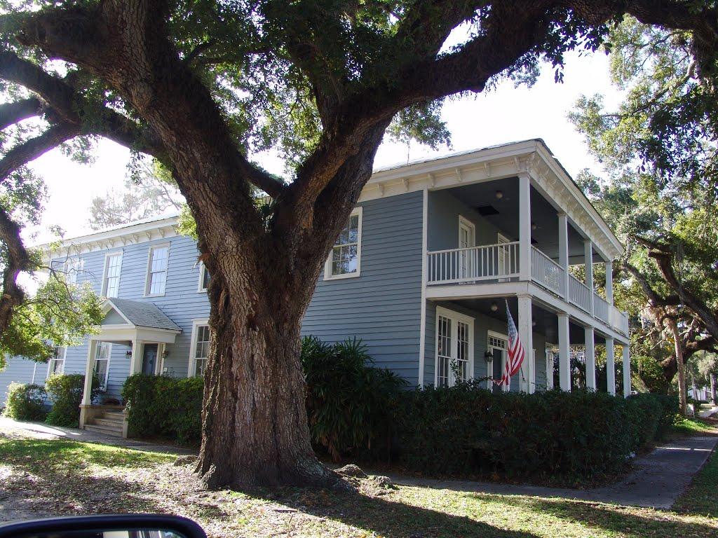 Southern Antebellum house, historic Apalachicola Florida (11-27-2011), Апалачикола