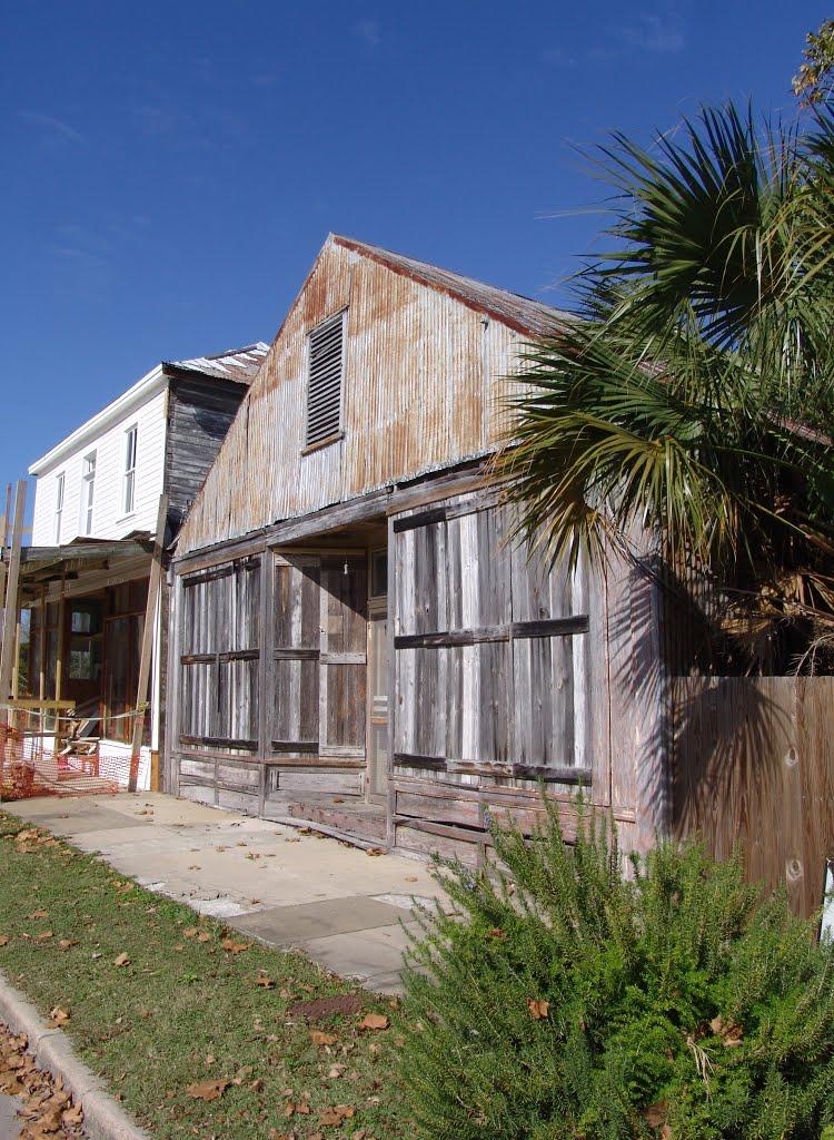 abandoned wood buildings, soon to be restored, historic Apalachicola Florida (11-26-2011), Апалачикола