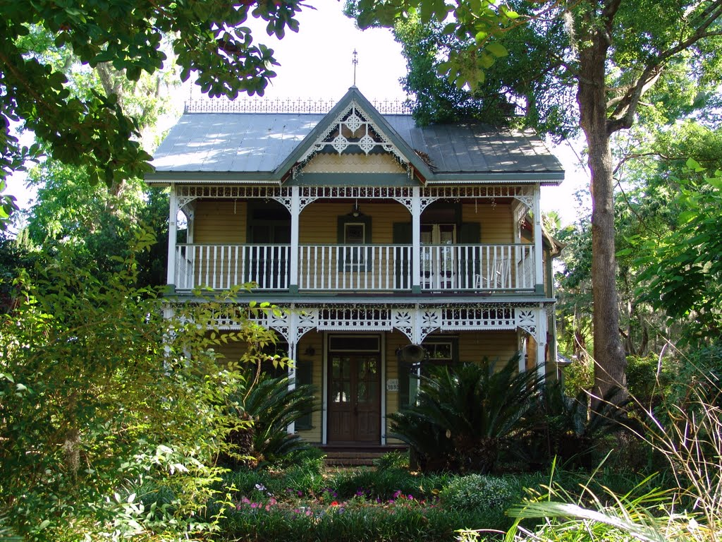 1885 Pearson house, most gingerbread added later, Archer Fla (4-30-2011), Арчер