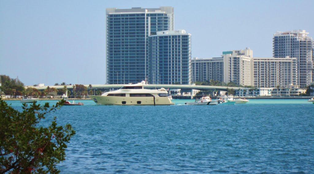 Last step to Ball Harbour, North-Miami,Florida. / Suivre la Collins vers Miami Beach et South-Beach..., Бал-Харбор