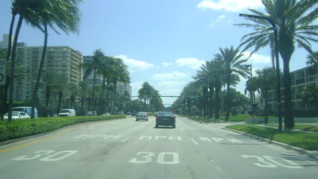 Collins Ave, Бал-Харбор