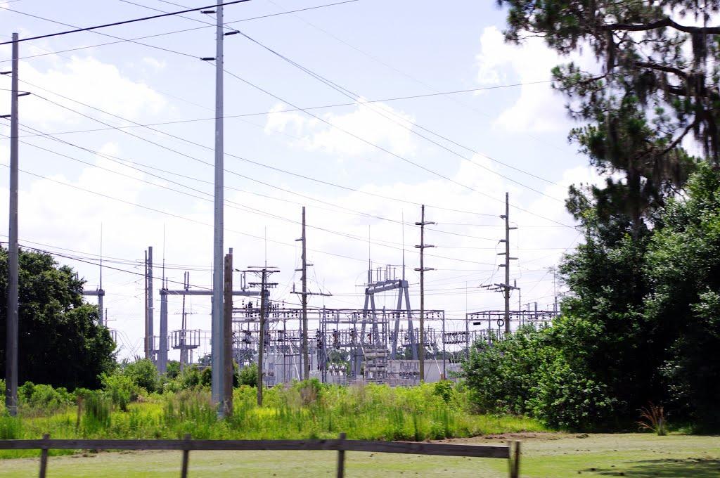 2014 06-05 Florida - around Winter Haven - electric supply, Игл-Лейк