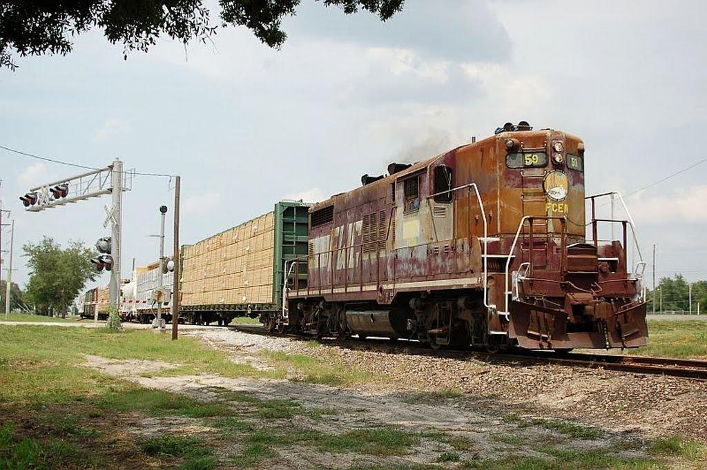 Southbound Florida Midland Freight Train, with Florida Central Railroad EMD GP18 No. 59 providing power at Eagle Lake, FL, Игл-Лейк