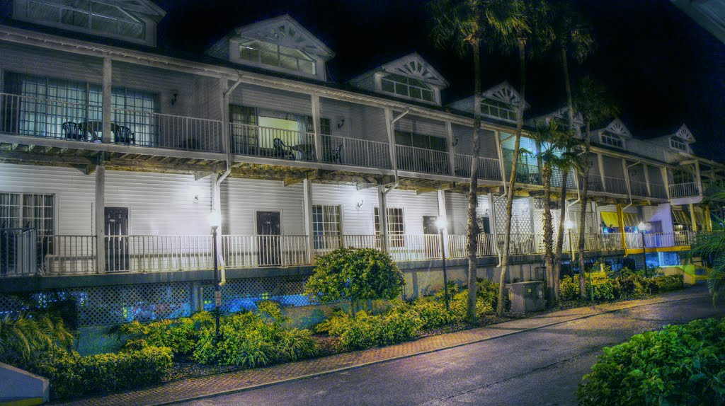 Holiday Inn Harbourside at night, Индиан-Рокс-Бич