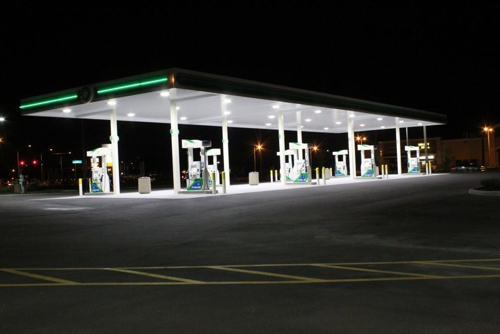 "New 7-11 & BP Gas Station ""At Night"", Итон-Парк"