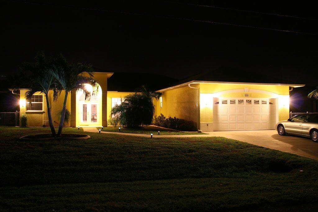 Florida Ferienhaus in Cape Coral bei Nacht, Кейп-Корал