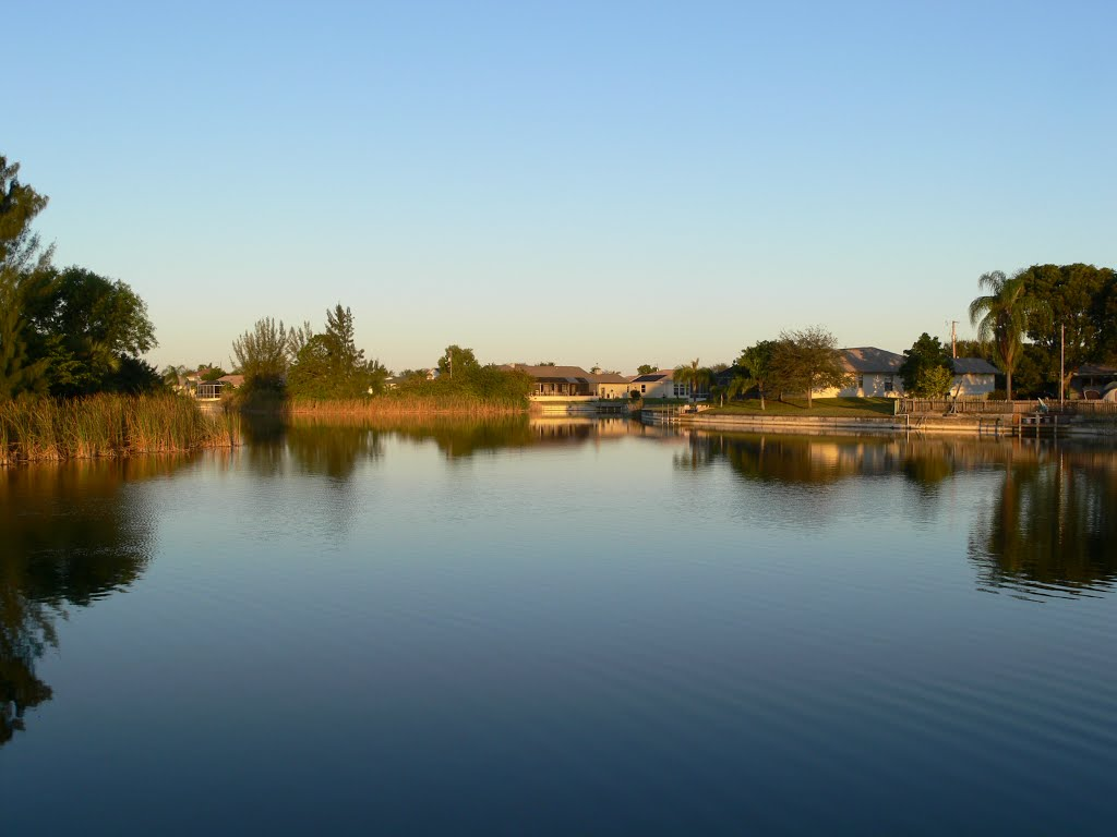 Rhodes Canal - Cape Coral, Кейп-Корал