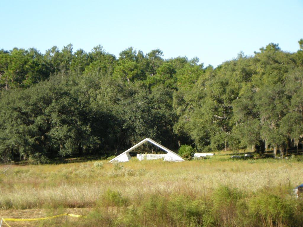 Chapel across the pond, Клауд-Лейк