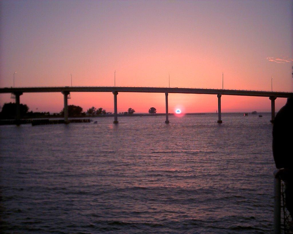 Bridge at Sunset on a sunset cruise, Клирватер