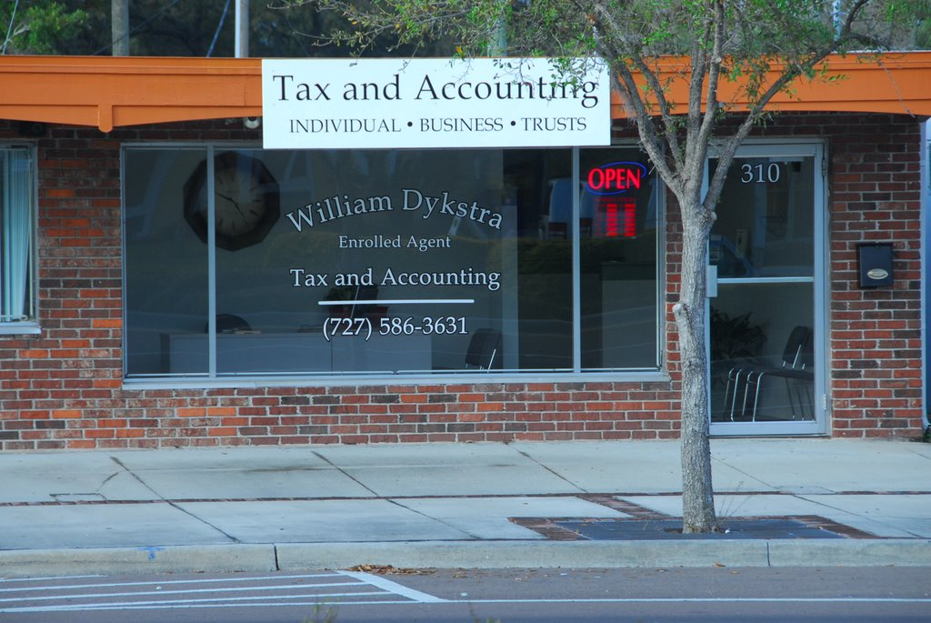 William Dykstra Tax & Accounting, Ларго