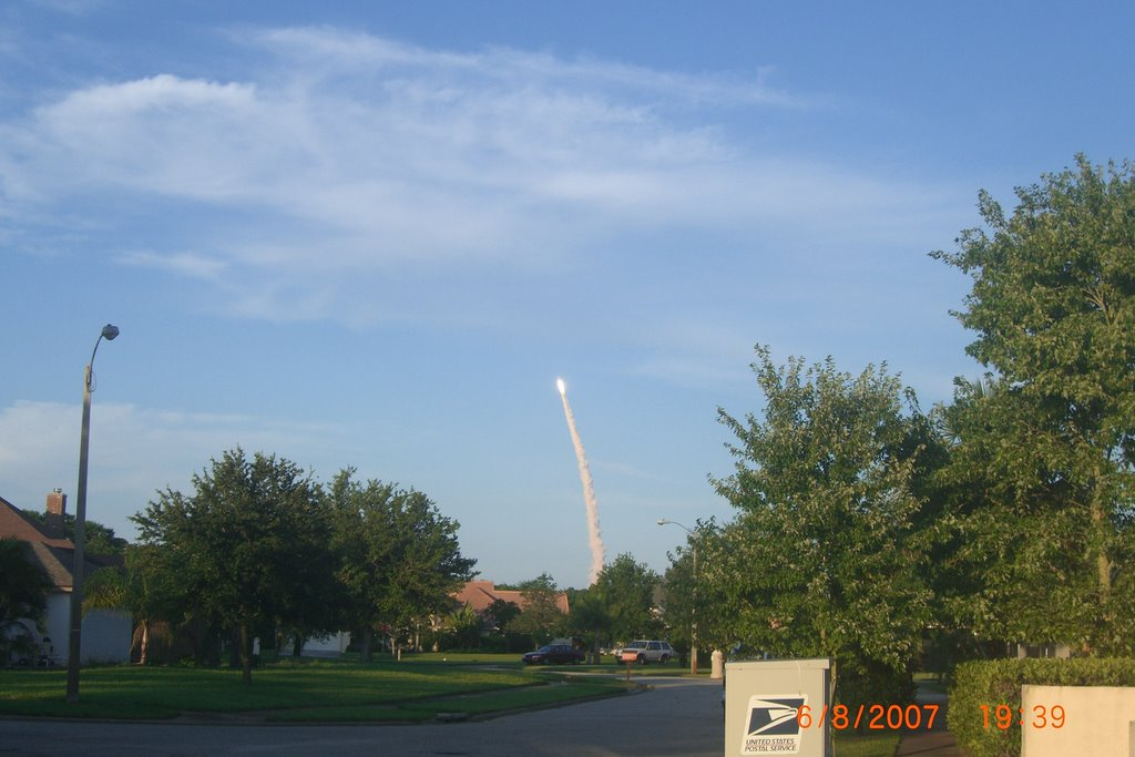 Space Shuttle Atlantis Launch; Titusvillage in Titusville Florida on June 8, 2007, Титусвилл