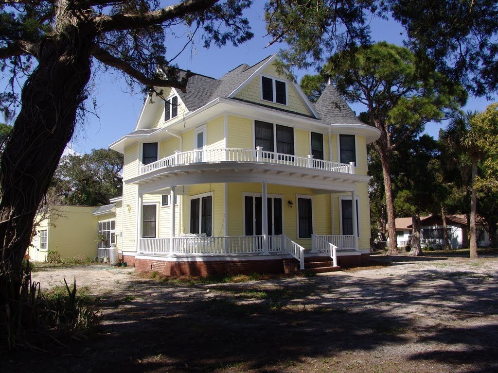 Dr James C Spell house, built in 1911, Titusville (2-24-2011), Титусвилл