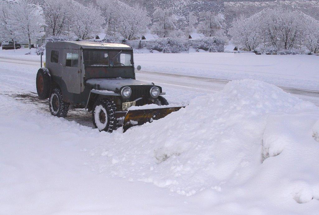 Rex plowing snow, Беннион