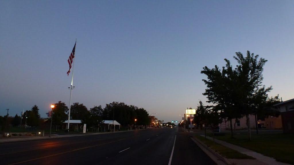 2012, Dawn, Beaver Utah, View N on Main Street, Бивер
