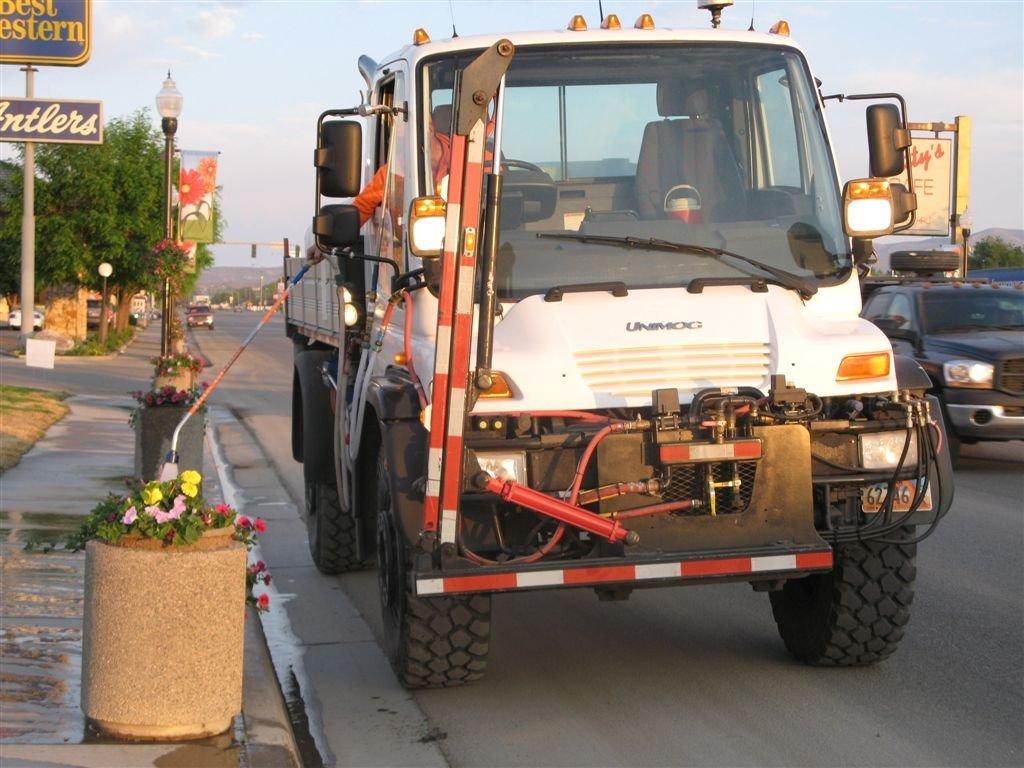 Vernal Utah Unimog flower watering truck 06-17-08, Вернал