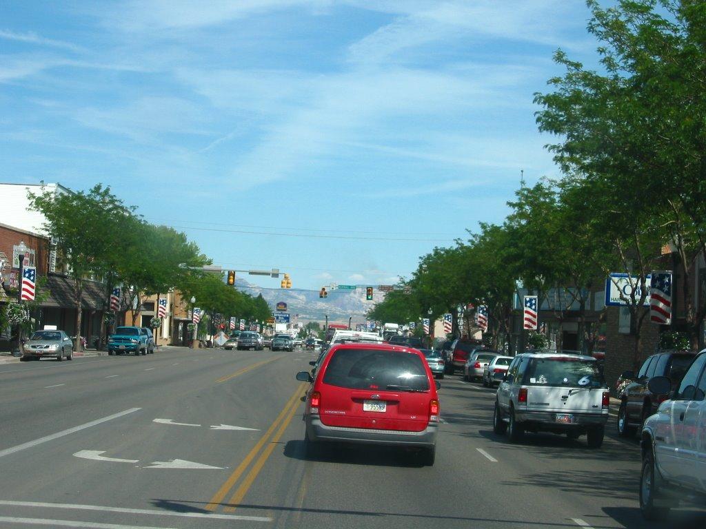 Vernal Main Street looking East near Vernal Avenue, Вернал