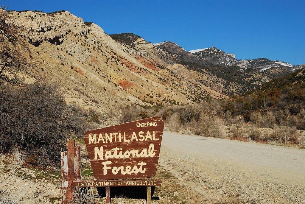 Manti-LaSal NF boundary sign at Manti Canyon, Вест-Джордан