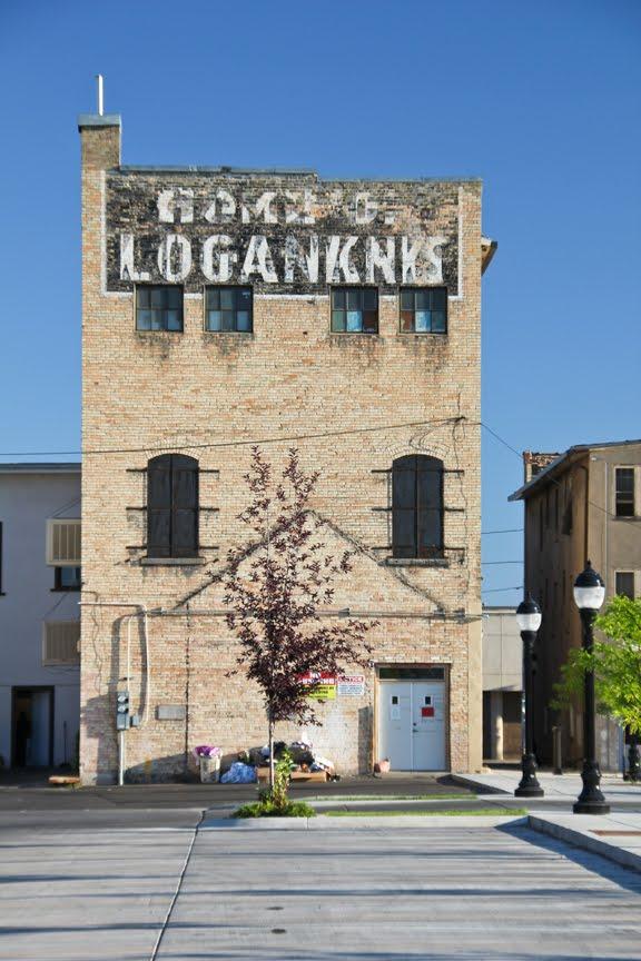 Logan store back, Логан