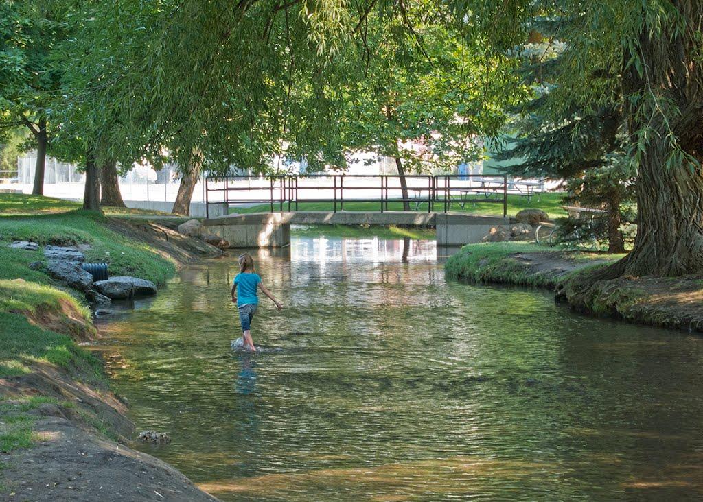 The canal through Merlin Olsen Central Park in Logan, Utah, Логан