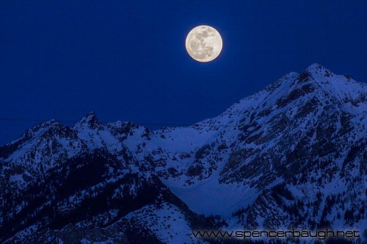 full moon over twin peaks, Мидвейл