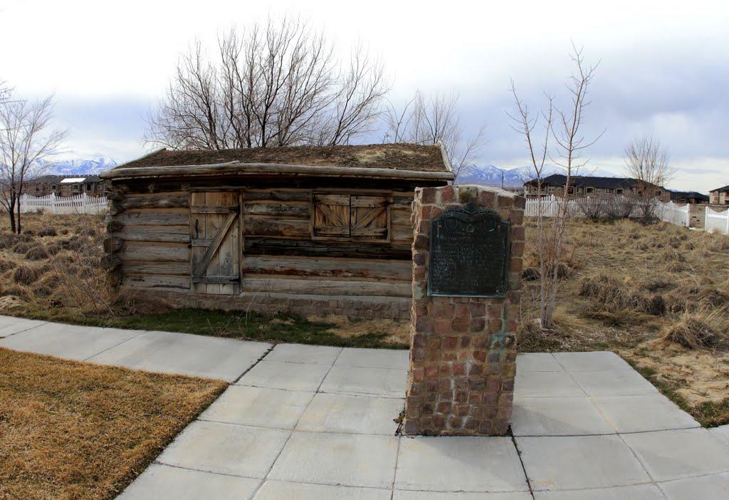 Last Pioneer Cabin in Salt Lake Valley, Мидвейл