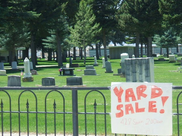 People are dying to come to the sale, Моаб