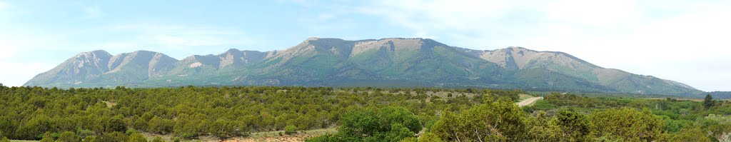 The Abajo/Blue Mountains from Monticello, Ut., Монтичелло