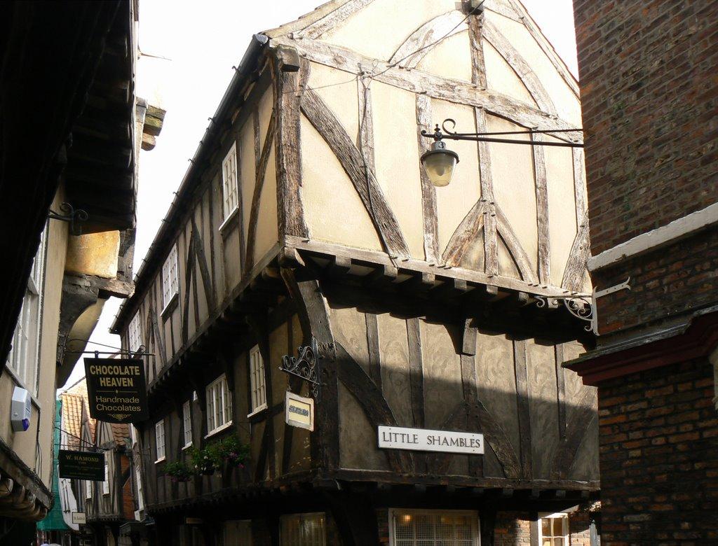York -The Shambles medieval street, Йорк