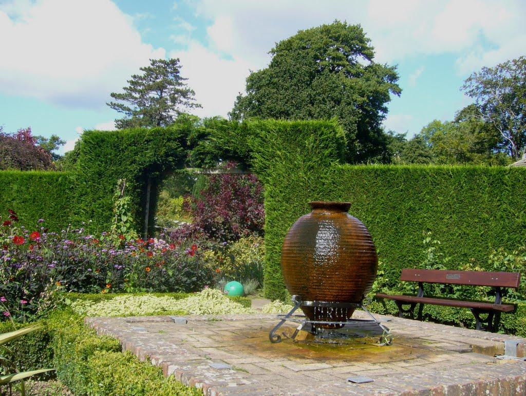 Fountain in the park, Кроули