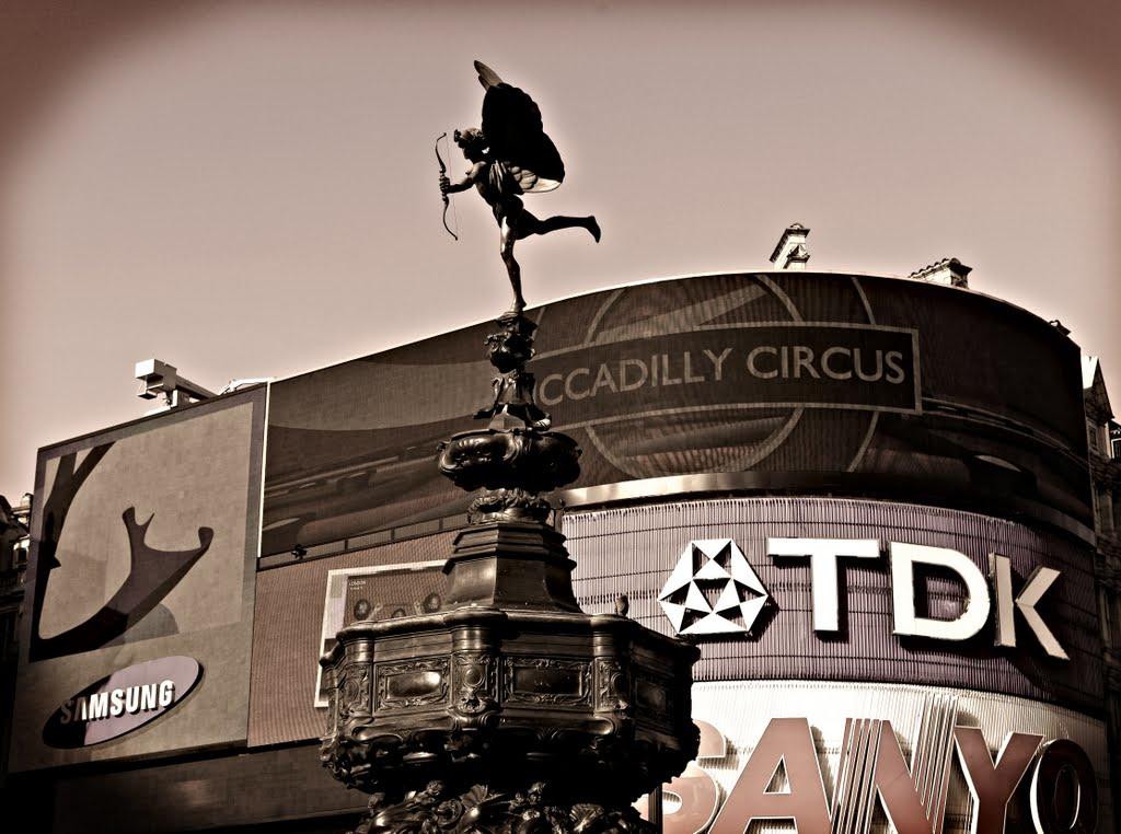 Erosic Nostalgia, Piccadilly Circus, Лондон