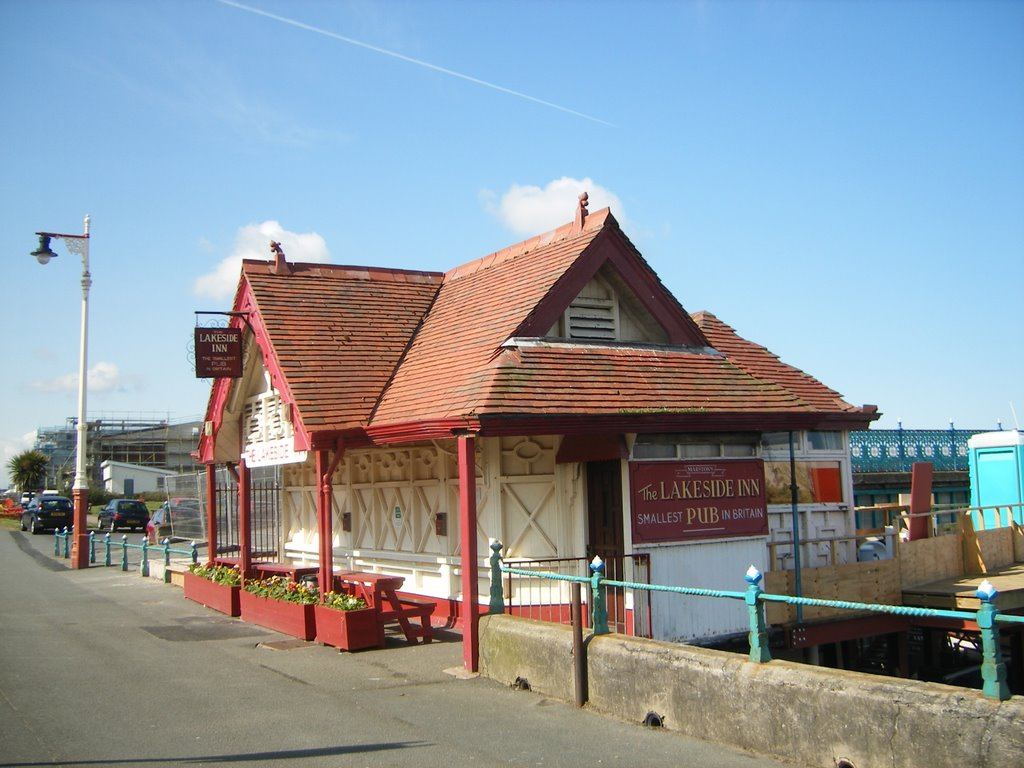 The Lakeside Inn, Britains smallest pub, Саутпорт