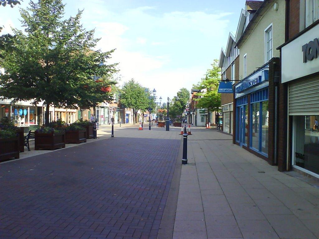 Looking down High Street, Solihull, Солихалл
