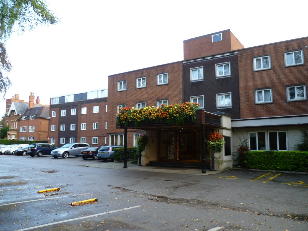 313. st. johns hotel, warwick road, solihull, west midlands. sept. 2011., Солихалл