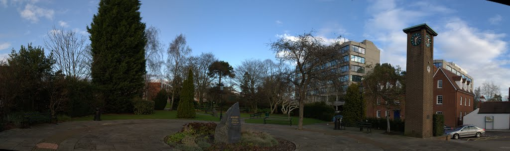 Square with monument in Solihull, Солихалл