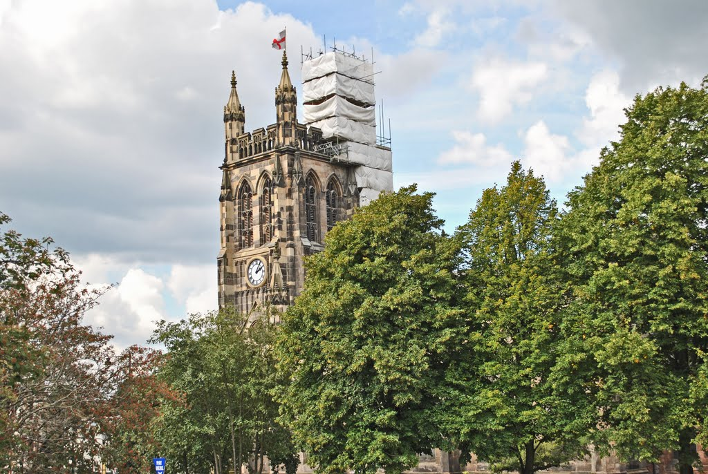 The parish church of St Mary, located in the market place, Stockport. There has been a church on this site since 1190, but all that remains of the original church is the oratory, now an annex to the vestry., Стокпорт